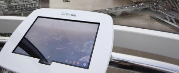 Samsung Galaxy Tab 10.1 dentro la ruota panoramica London Eye