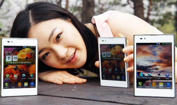 Il tablet-smartphone LG Optimus Vu si colora di bianco