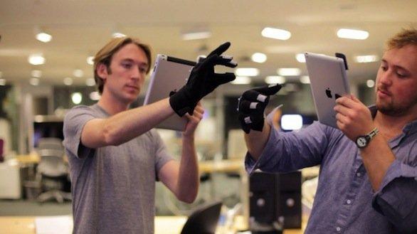 Progetto T(ether): un iPad e dei guanti speciali per manipolare gli oggetti 3D