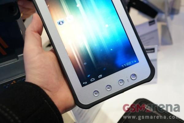 CES 2013: immagini dal vivo del nuovo Panasonic Toughpad JT-B1
