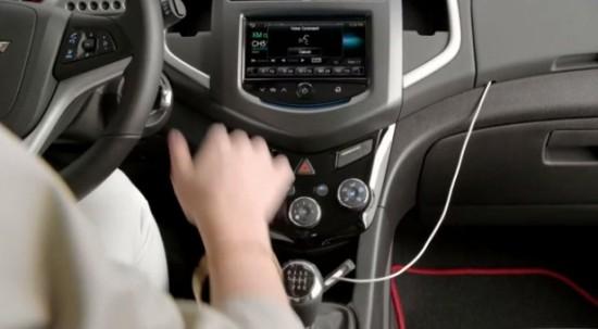 Chevrolet: ecco come funziona Siri Eyes Free sulle vetture Sonic e Spark