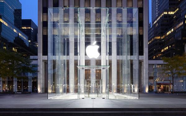 Rinnovamento degli Apple Store in vista del lancio dei nuovi iPad, iPhone, iPod e iWatch
