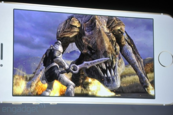 Apple presenta il nuovo smartphone top di gamma iPhone 5S, demo Infinity Blade 3