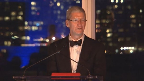 Tim Cook parla dei valori di Apple all'evento Auburn University Award