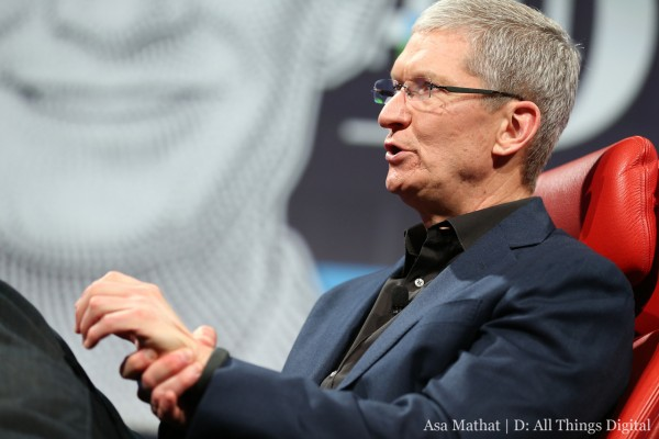 Tim Cook, CEO di Apple, parla di iMessage e iWatch