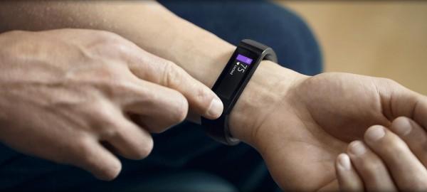 Microsoft Band sfida l'Apple Watch, già disponibile al prezzo di 199 dollari
