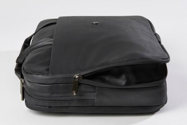 Concludiamo con un prodotto che non si vede tutti i giorni: Phorce è una borsa che in realtà nasconde una batteria secondaria, in grado di ricaricare non solo l'iPad, ma anche l'iPhone e un classico computer portatile.