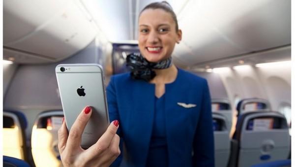 United Airlines sceglie l'iPhone 6 Plus per le assistenti di volo