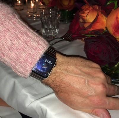 Apple Watch visto dal vivo al bar e metropolitana