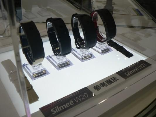 Toshiba Silmee W20 e W21: nuove smartband professionali