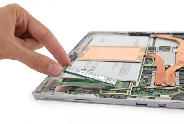Microsoft Surface Pro 4: come si smonta e si cambia l'unità SSD